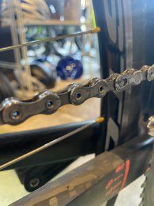 ロードバイクのチェーン空拭き前の画像